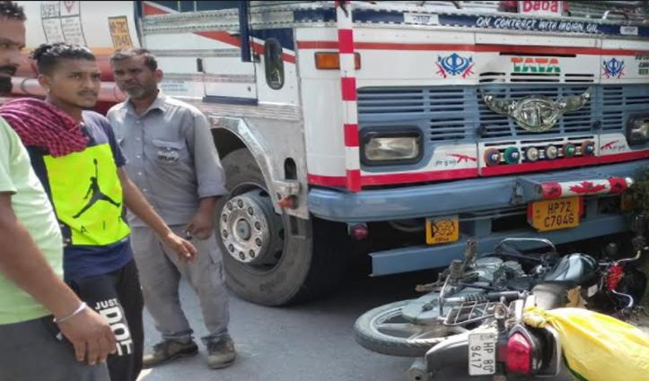 हिमाचल: कैंटर की चपेट में आया बाइक सवार, गंभीर हालत में चंडीगढ़ रेफर