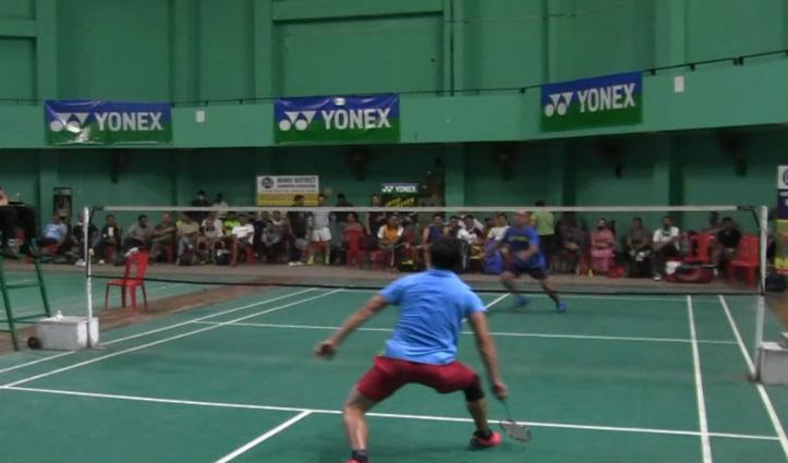 हिमाचल: राज्यस्तरीय मास्टर्स बैडमिंटन प्रतियोगिता में खिलाड़ी दिखा रहे अपना जौहर