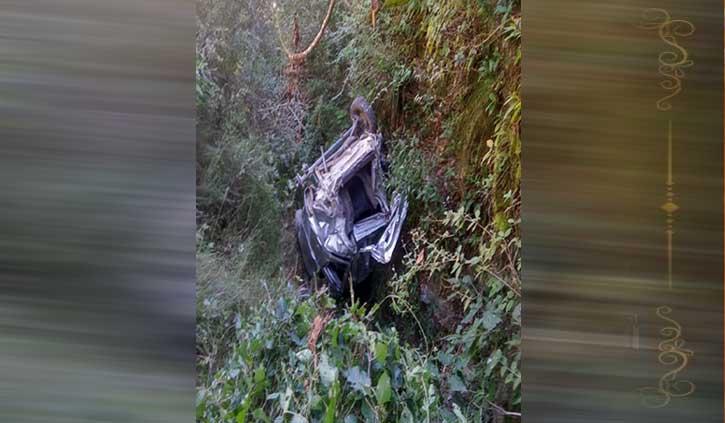 हिमाचल: खाई में गिरी कार, एक की गई जान; 2 वर्षीय मासूम सहित तीन घायल