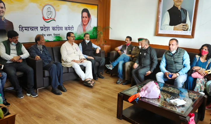 हिमाचल पहुंचे कांग्रेस प्रभारी संजय दत्त, टिकट के चाहवानों की बढ़ी धुकधुकी