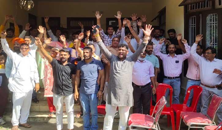 फतेहपुर से बलदेव को टिकट देने से नाराज बीजेपी मंडल, बीडीसी चेयरमैन सहित 40 प्रधानों ने दिए इस्तीफे