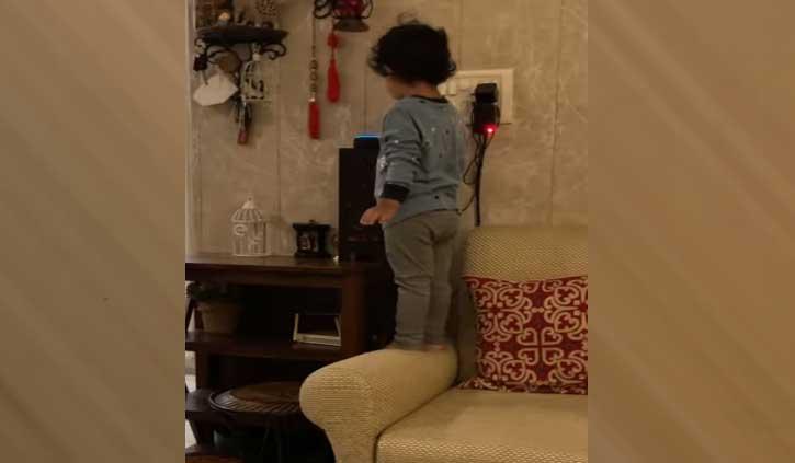 छोटे बच्चे ने Alexa से कहा- बजाओ 'डम डम डिगा डिगा...' सॉन्ग, वीडियो हुआ जमकर वायरल
