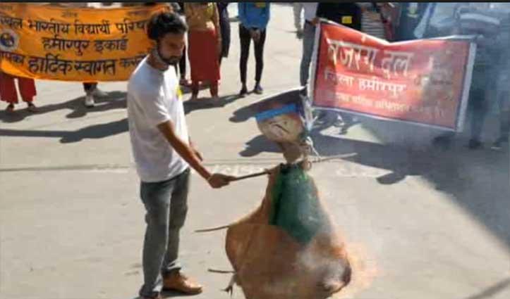 हिमाचल: कश्मीर घाटी में हुई हिंसा के विरोध में VHP का हल्ला बोल
