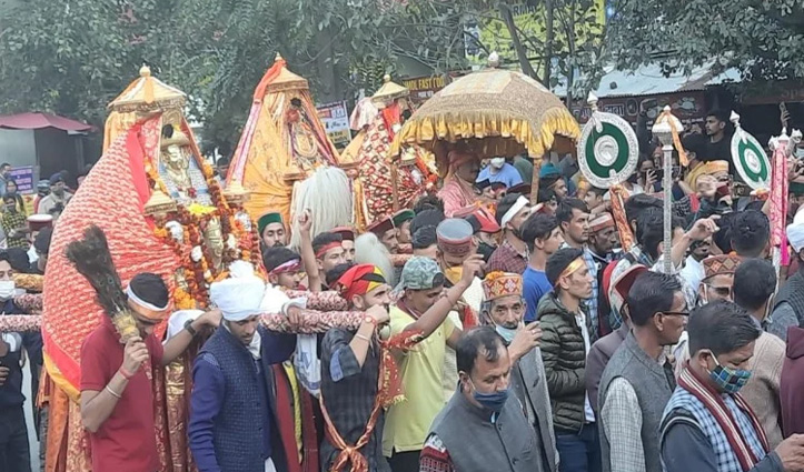 कुल्लू दशहरा: शाही अंदाज में निकली भगवान नरसिंह की भव्य जलेब, कल होगा मौहल्ला उत्सव