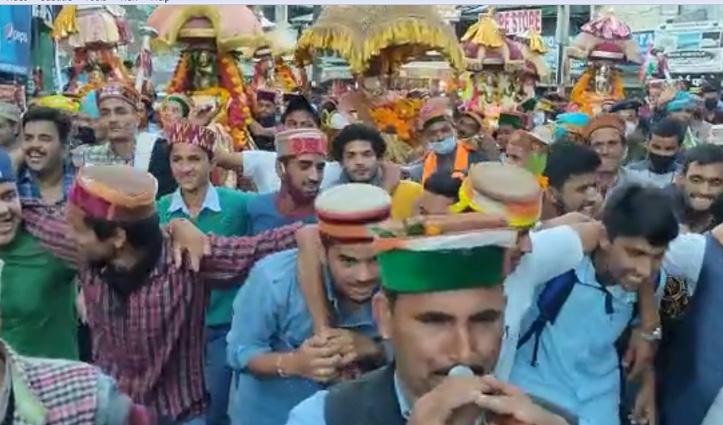 दशहरा उत्सव: ढोल नगाड़ों की थाप पर निकली भगवान नरसिंह की भव्य जलेब
