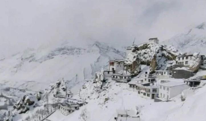हिमाचल: भारी बर्फबारी के चलते कोकसर से चंद्रताल मार्ग अगले आदेश तक बंद