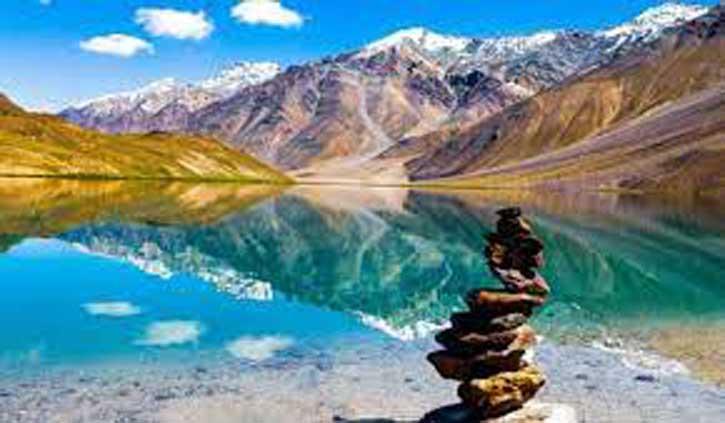 प्राकृतिक खजाने से भरा है हिमाचल का लाहुल-स्पीति, यहां की एक झील दिन में तीन बार अपना रंग बदलती है
