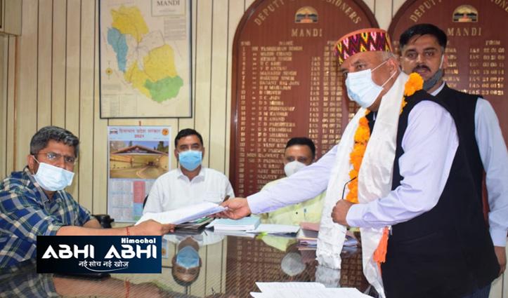उपचुनावः मंडी से बीजेपी प्रत्याशी ब्रिगेडियर खुशाल ठाकुर ने भरा नामांकन, सीएम जयराम रहे मौजूद