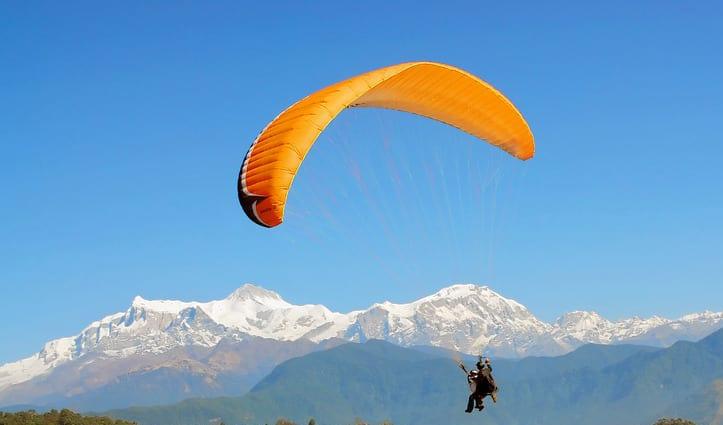 हिमाचल: उड़ान भरते ही हवा में लटका पैराग्लाइडर का सहयोगी, 400 फीट की ऊंचाई से गिरा, टूट गई सांसें