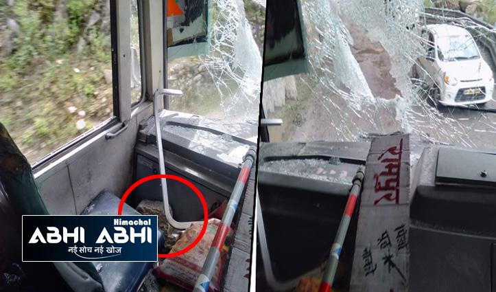 हिमाचलः रामपुर से ताबो जा रही एचआरटीसी की बस के ऊपर गिरे पत्थर, यात्रियों को आई चोटें