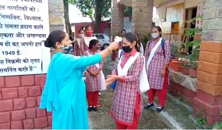 हिमाचल: आज 59.33 फीसदी छात्र पहुंचे स्कूल, सबसे अधिक 10वीं के छात्रों ने लगाई हाजिरी