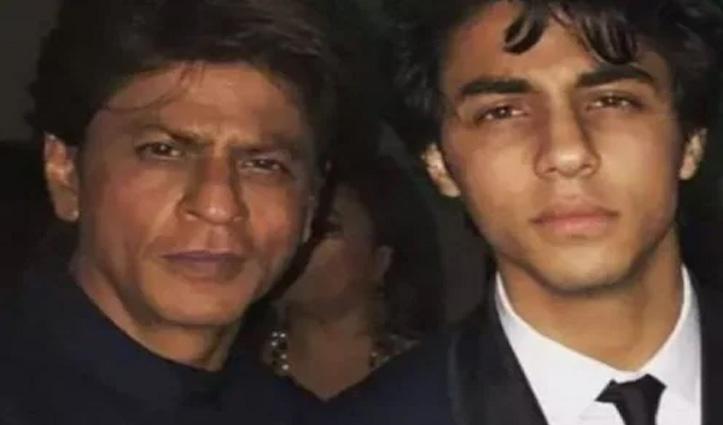 NCB ने किया शाहरुख खान के बेटे आर्यन को गिरफ्तार, #AryanKhan कर रहा ट्रेंड, लोग लिख रहे Chain Smoker का बेटा Drugii