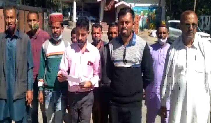 हिमाचल: PWD की सड़क पर बना दिया ढारा, 6 गांवों का संपर्क कटा तो डीसी के द्वार पहुंचे ग्रामीण