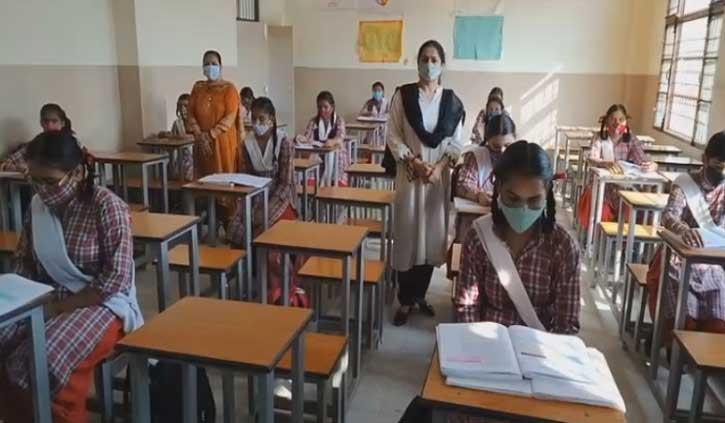 हिमाचल: स्कूल खुलते ही छात्रों का संक्रमित आने का सिलसिला शुरू, ऊना में 93 छात्र पॉजिटिव