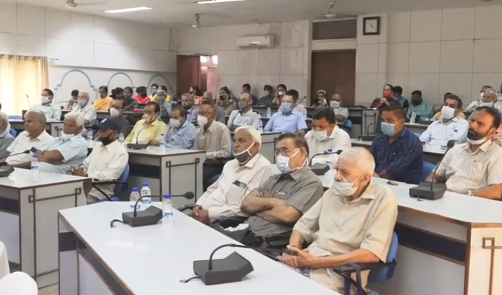 हिमाचल: वरिष्ठ नागरिक दिवस पर बुजुर्गों ने डीसी के सामने खोला समस्याओं का पिटारा
