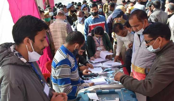 हिमाचल उपचुनावः ग्लब्ज पहनकर करना होगा मतदान, चुनाव आयोग ने की विशेष व्यवस्था